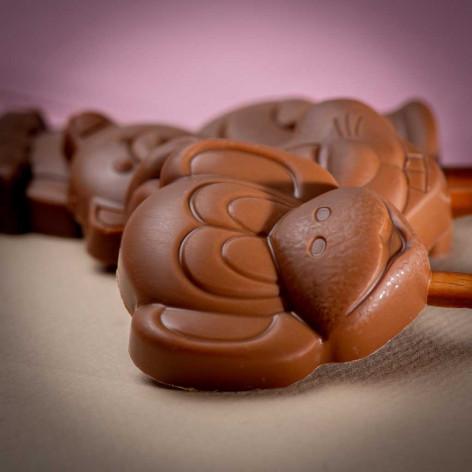 """Sucette """"singe"""" chocolat au lait aux éclats de caramel"""